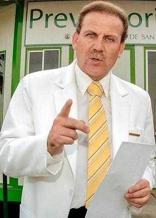 Foto de Alberto Tejada como médico