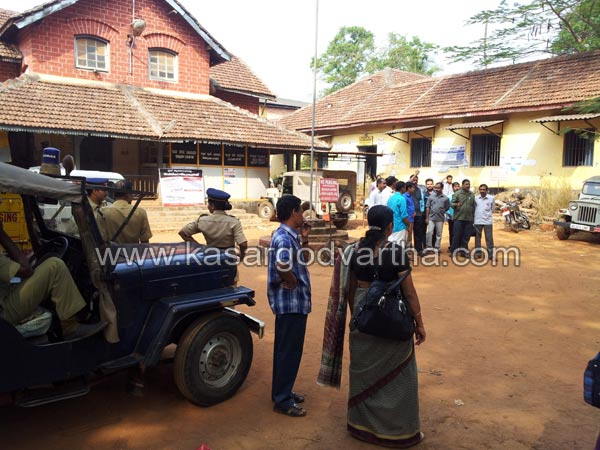 Strike, kasaragod, CITU, Pension, KSRTC, Bus, Collectorate, Police, Kerala, CITU, AITUC