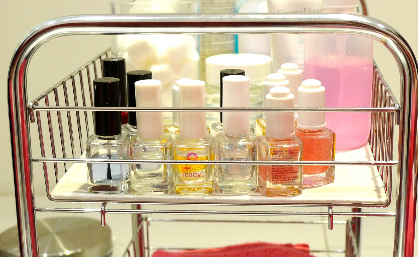 All out at Dashing Diva+Mini Tour inside Beauty Bar\'s new The Fort ...