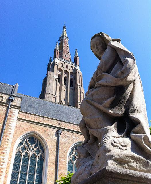Blick auf Onze-Lieve-Vrouwekerk - Liebfrauenkirche