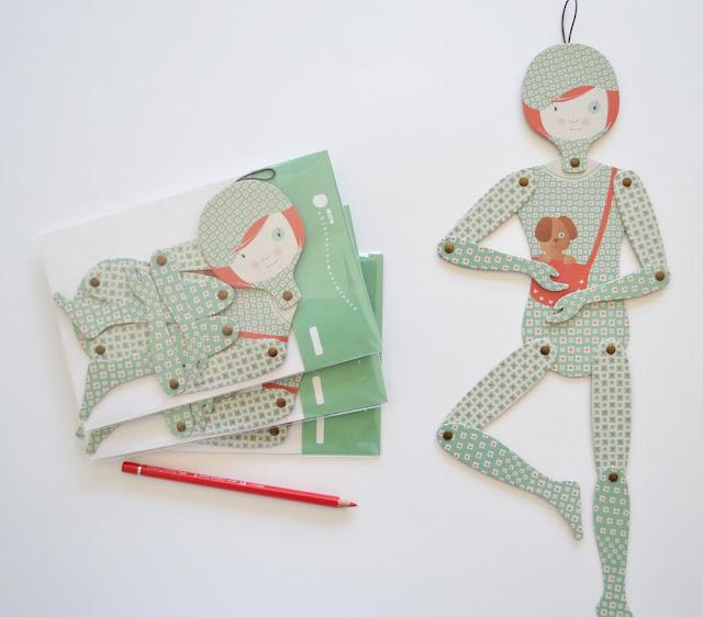 Muñeca de cartón articulada de Mow Shop