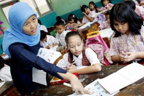 Rp 389 miliar yang diperuntukkan bagi 108 ribu guru non-PNS.