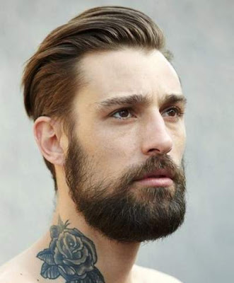 Gaya rambut backombed pria berjanggut