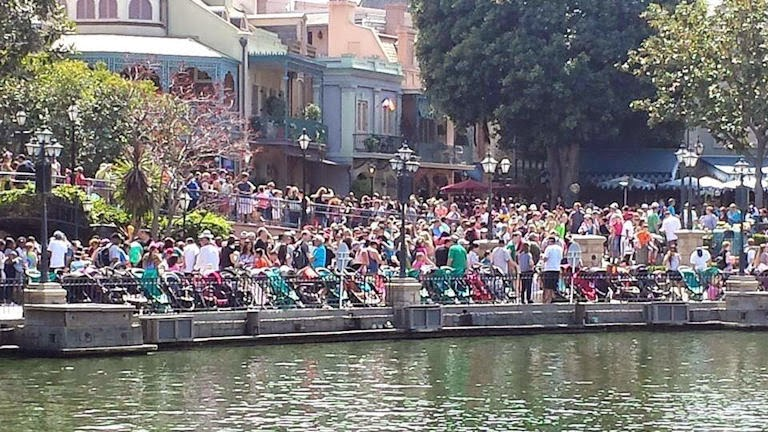 Big spring break crowds at Disneyland