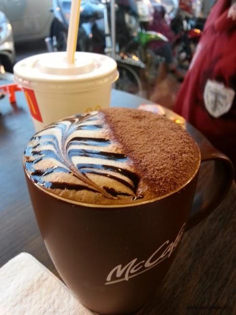 Kopi Mocha di McCafe sangat menyegarkan