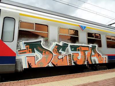 DEJA graffiti D30 CREW