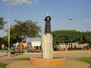 Pe. Cícero saúda os visitantes dos Franciscanos.