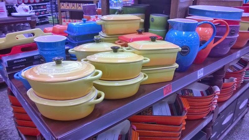 Caçarolas, travessas, jarras e bowls de diversos tamanhos