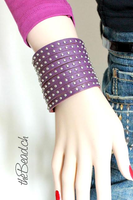 Unisex Lederarmband mit Nieten in Violett breit