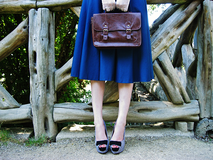 Fashion blogger vintage fifties dress self made gloves houndstooth shoes