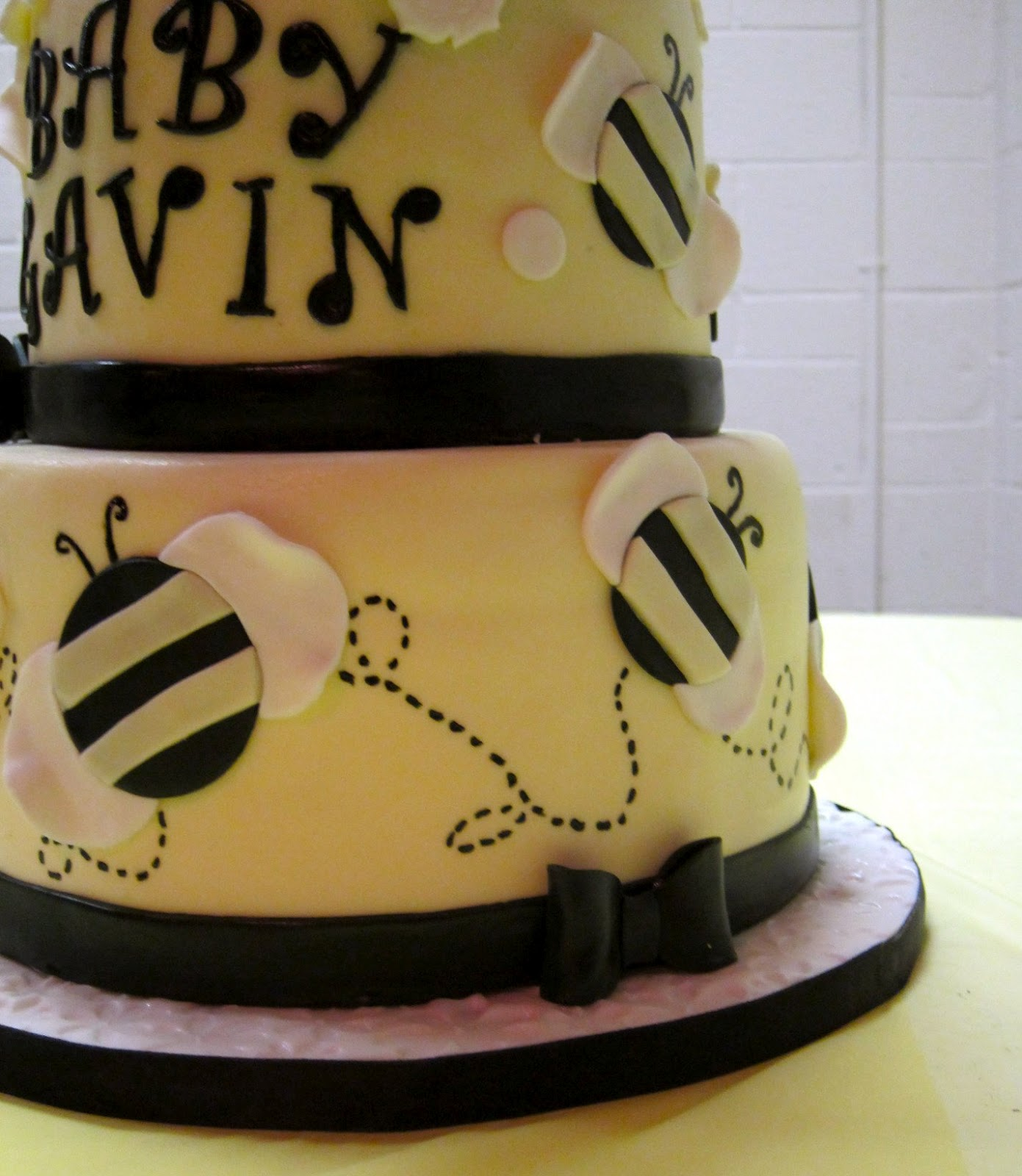 cakegirl on the run bumble bee baby shower cake