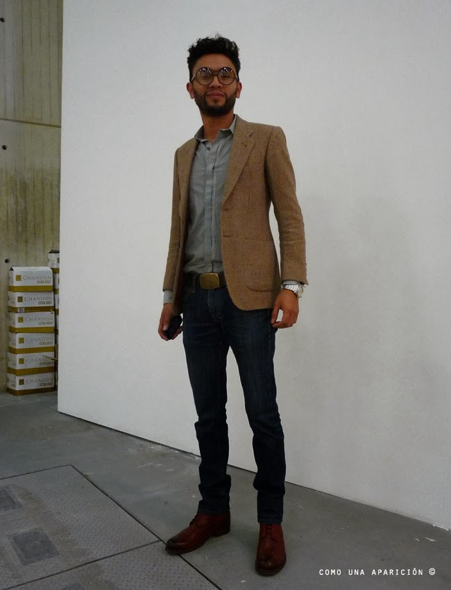 round-frame-optical-glasses-camel-blazer-grey-shirt-belt-watch-skinny-jeans-red-leather-boots-street-style-men-fashion-moda-calle-colombia-como-una-aparición