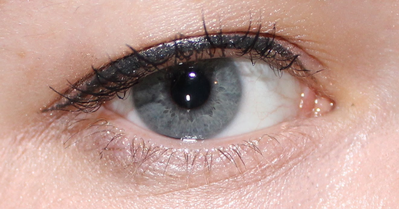L'Oreal Miss Manga Mascara in Black on Lashes