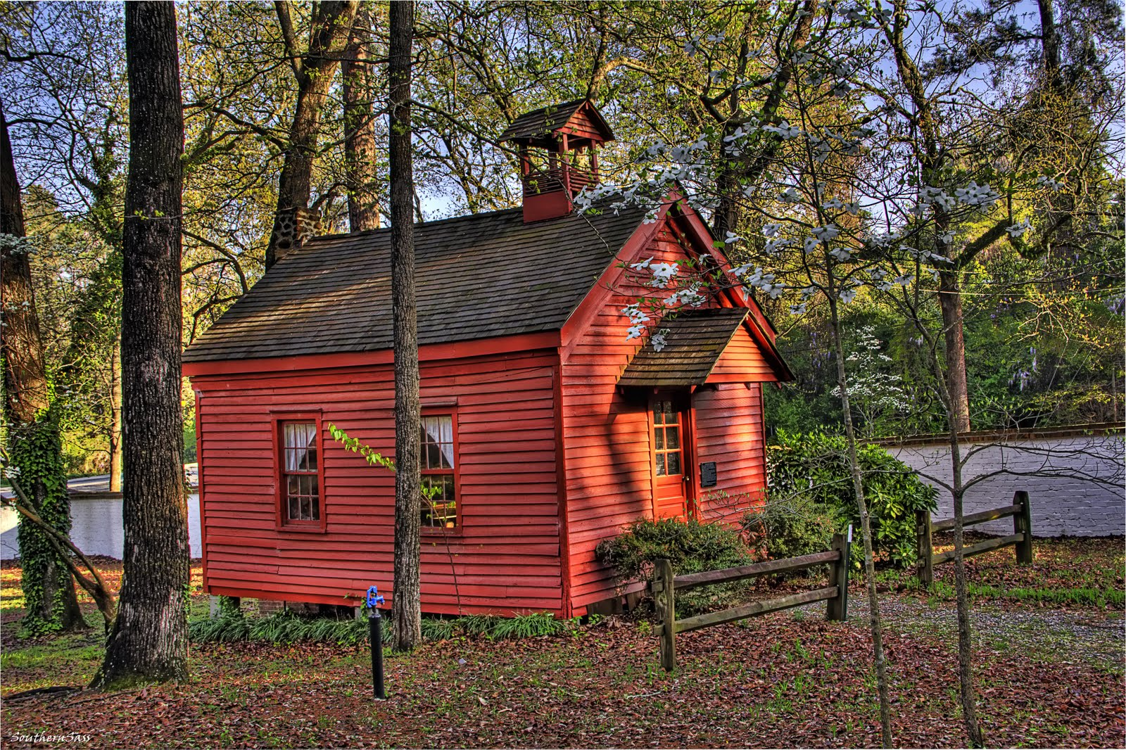 Its a southern thing little red schoolhouse - The modern apartment in the old school ...