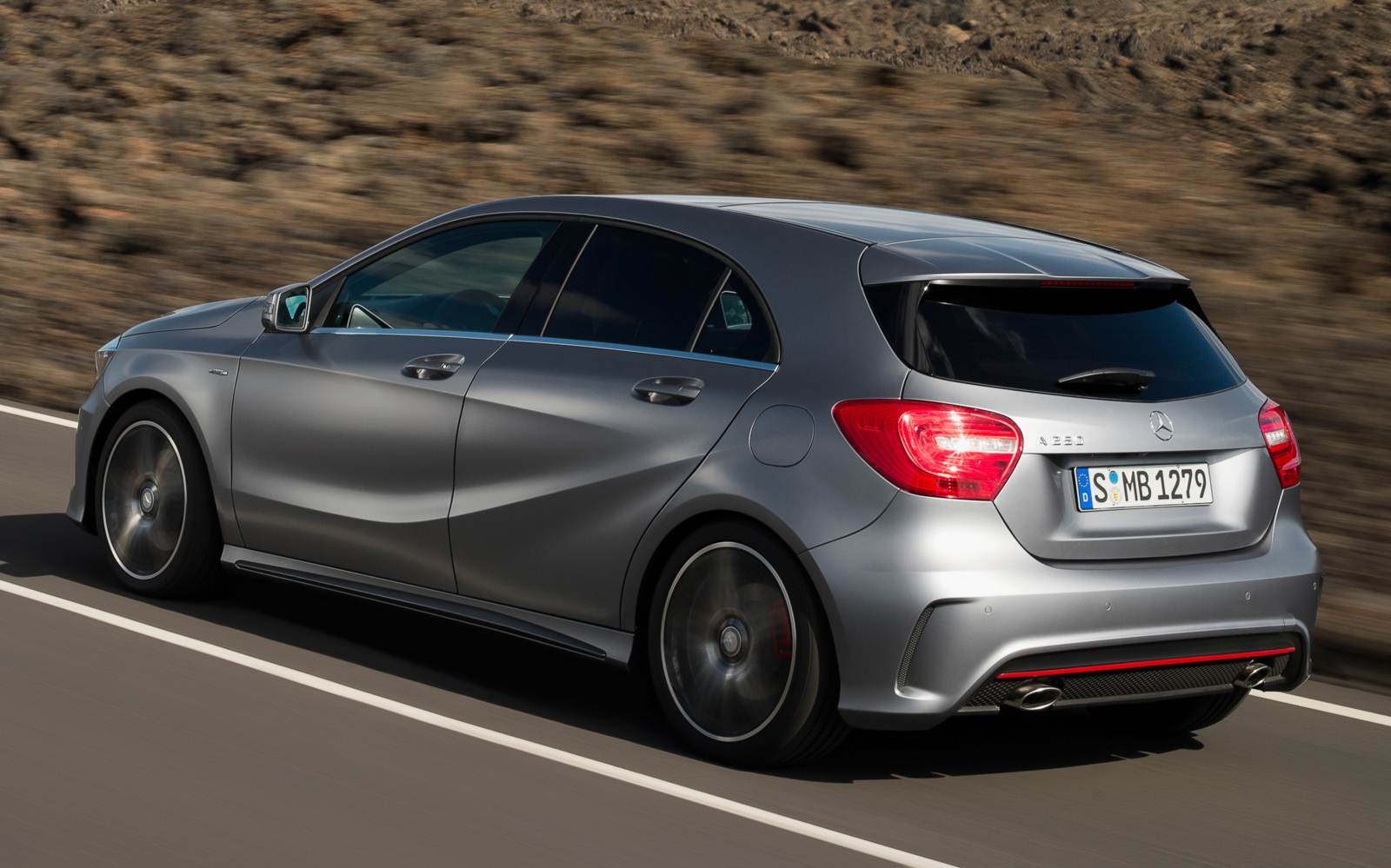 Mercedes-Benz A250 Turbo Sport x VW Golf GTI