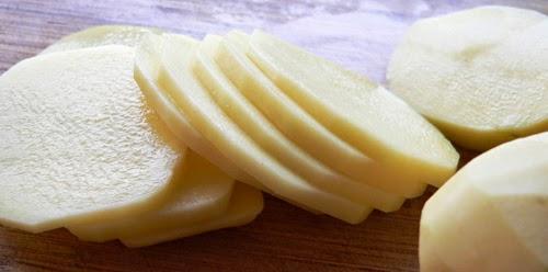 Mặt nạ khoai tây giúp căng da mặt