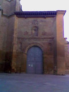 Acceso a la Catedral de Barbastro desde la Plaza del Museo Diocesano