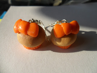 fimo, pomaranczowe kokardki,