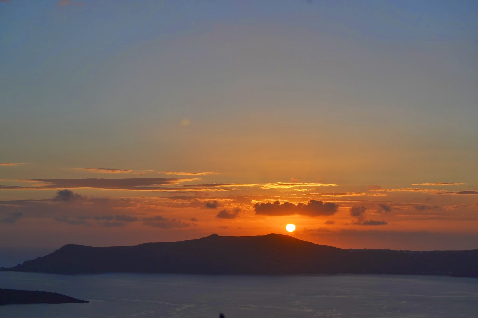 http://www.syriouslyinfashion.com/2014/11/magic-sunset-in-santorini.html