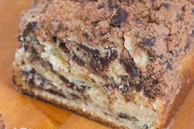 עוגת שמרים במילוי שוקולד בציפוי פירורים