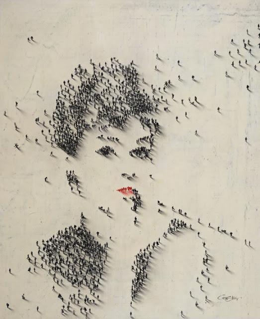 غرائب الصور : الرسم علي شاطئ البحر لكن بطريقة مبتكرة