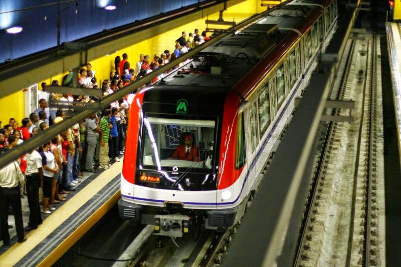 hombre prende fuego a una mochila en vagón del Metro, hay al menos 35 heridos