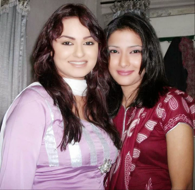 Desi Mother And Daughter Sexy Photo