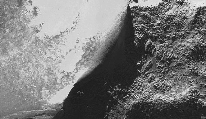 http://dangstars.blogspot.com/2014/06/satelit-ini-bantu-kuak-misteri-kapal-nabi-nuh.html