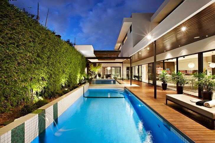 Swimming pool in Beautiful modern backyard by Cos Design