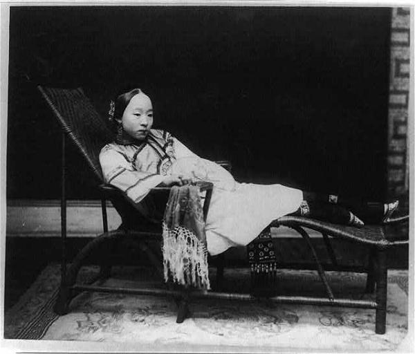 Vintage everyday rare photographs of chinese women from for Beautiful binding