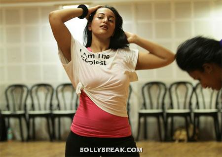 Sonakshi Sinha rehearsing for dance number - Sonakshi Sinha Dance rehearsel Pics 