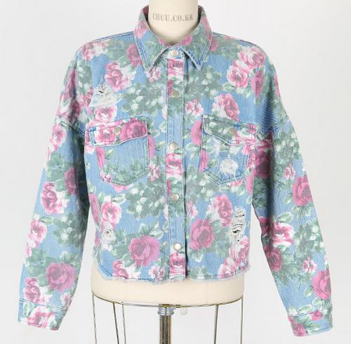 Jaket Denim Motif Bunga dari Chuu