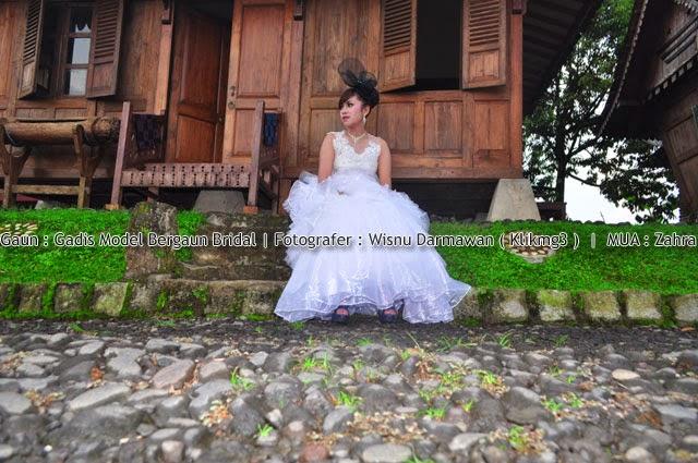 Judul : Gadis Model Bergaun Bridal || Fotogarfer : Klikmg3 ( Wisnu Darmawan )