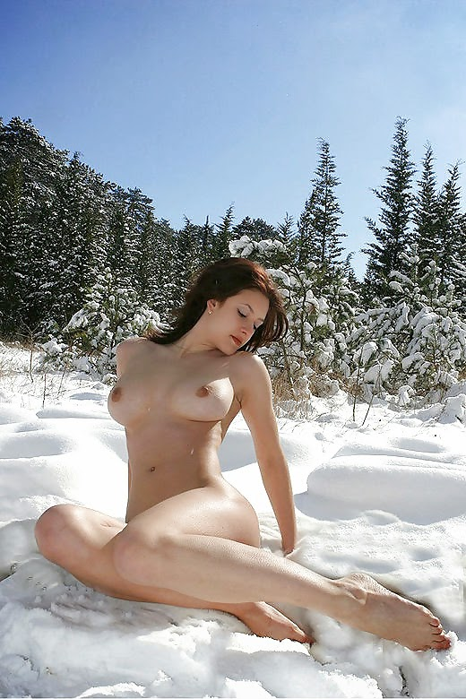 girls in snow naked