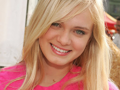 American Singer Sara Paxton Young photos