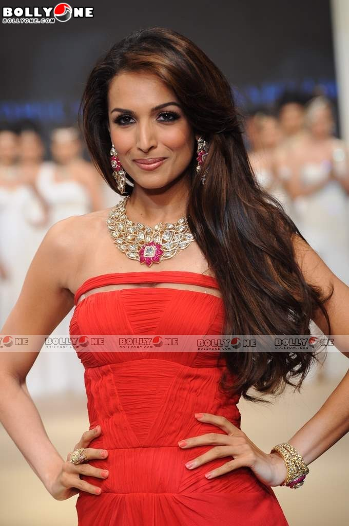 Malaika Arora Ramp Walk at IIJW 