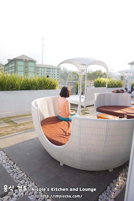 outdoor kursi rotan bulat nicole kitchen and lounge
