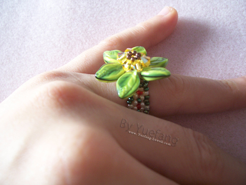 wearing_beaded_flower_ring_with_Czech_leave_beads