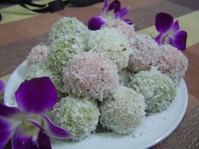 ขนมต้ม _もち米の粉で作った団子_Mung Bean with Stuff