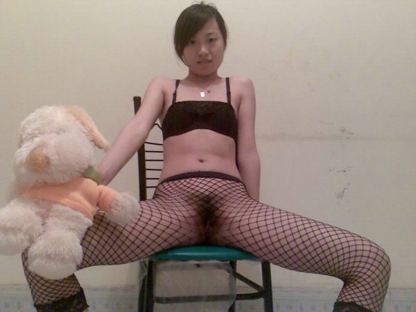 Very Beautiful Chinese girlfriend's juicy pussy and sex photos leaked (24pix)