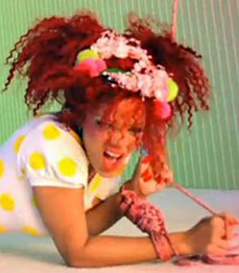 Rihanna Çılgın Süper Kıvırcık İki At Kuyruğu saç modeli