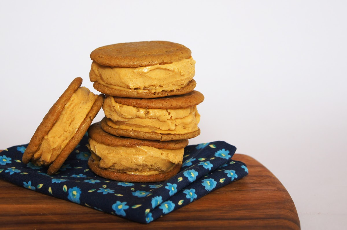 kokonut kitch: Pumpkin ice cream & gingerbread cookie sandwiches