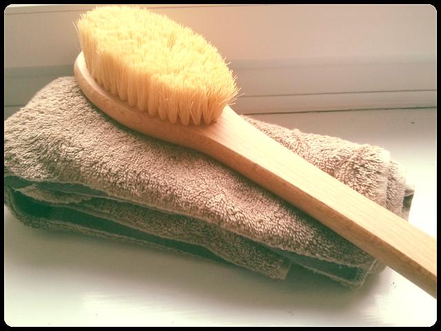 How to dry body brush, benefits of dry body brushing