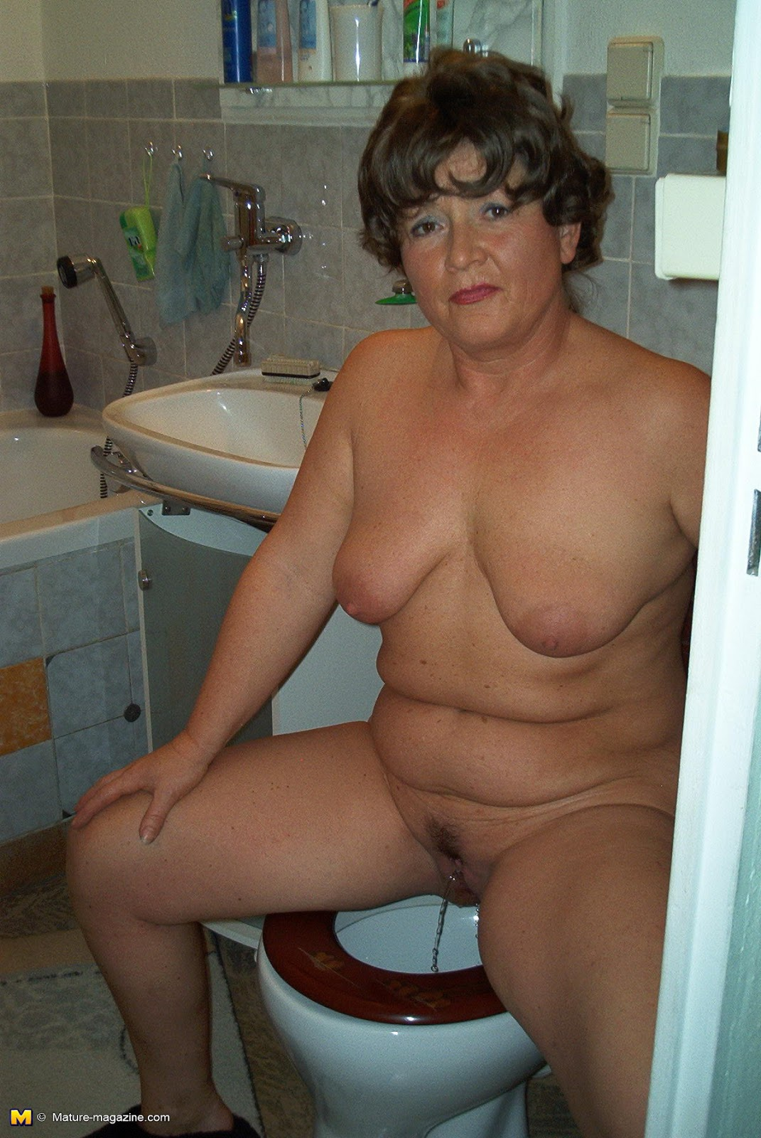 hot pissing old women