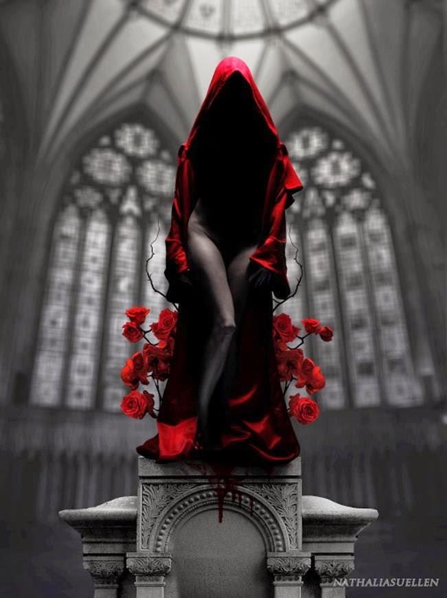 Imagen de una mujer envuelta con un manto rojo rodeada de folres rojas y parada sobre un pedestal del cual gotea sangre. De fondo, los ventanales de una capilla.