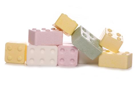 http://asalasah.blogspot.com/2013/01/bisa-membuat-mainan-bangunan-dari.html