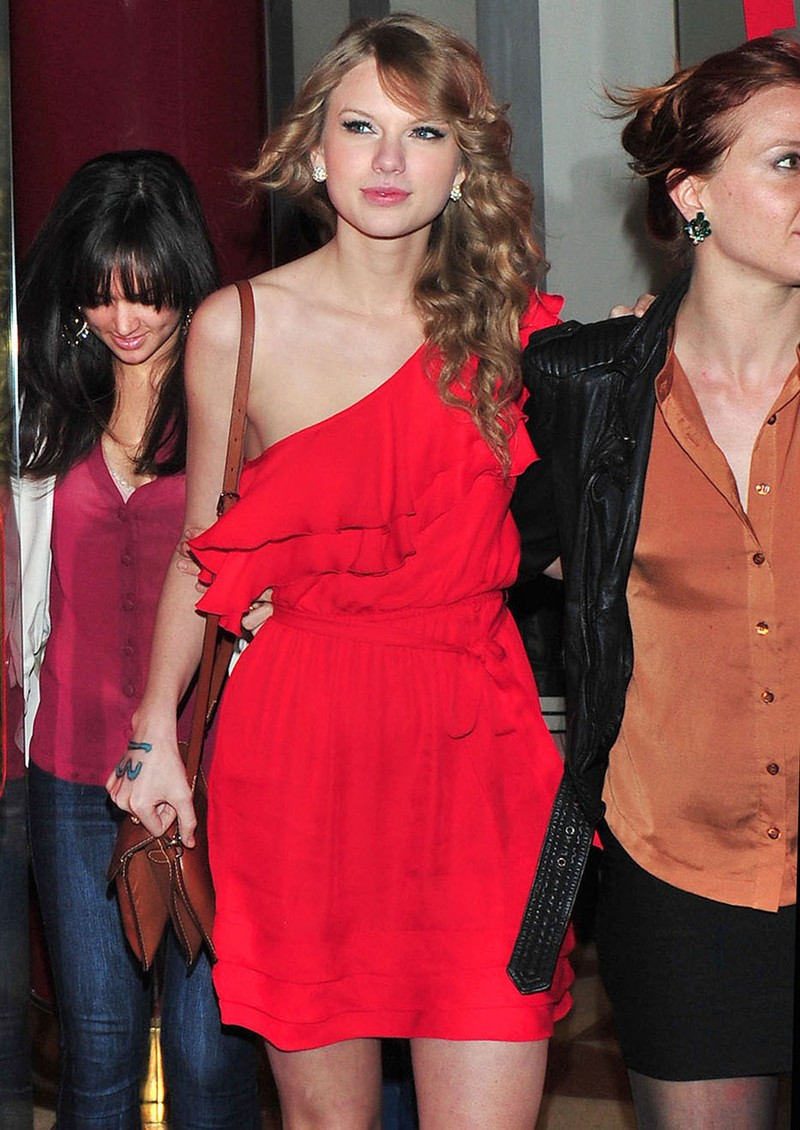 inappropriate celebrity wallpapers taylor swift - photo #31