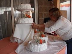 preparando la mesa de la torta