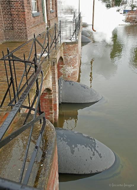 de buizen waar het water door gaat, medemblik