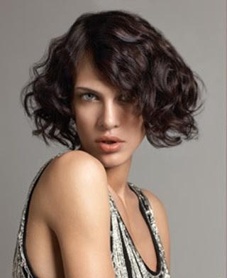 14 Fantásticos peinados para cabellos rizados y cortos Genial guru - Peinados Boda Pelo Corto Rizado